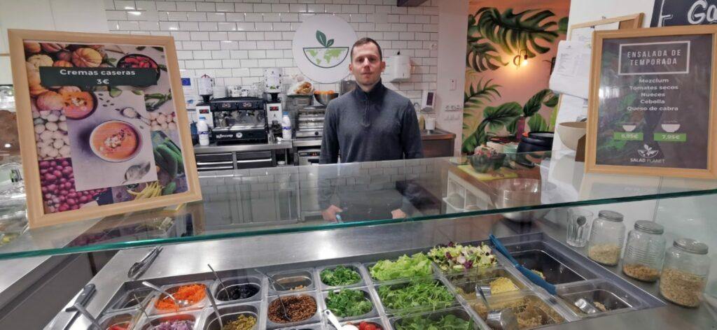 Antoine Blondiaux creó Salad Planet como una alternativa de restaurante saludable y sostenible