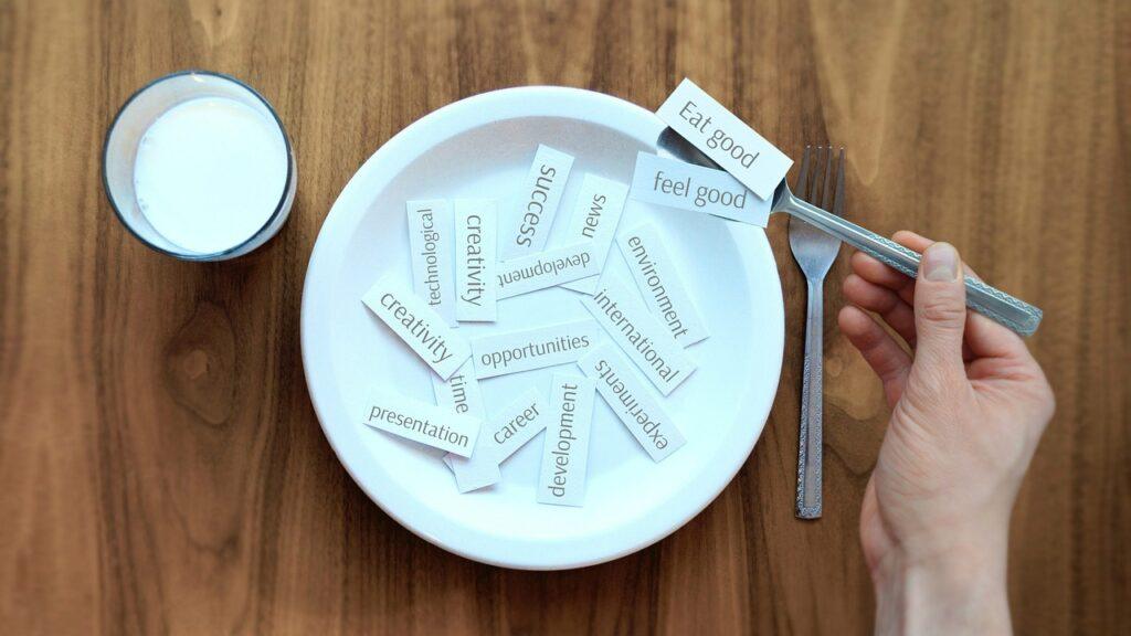 Come bien, siéntente bien es la mentalidad del mindful eating