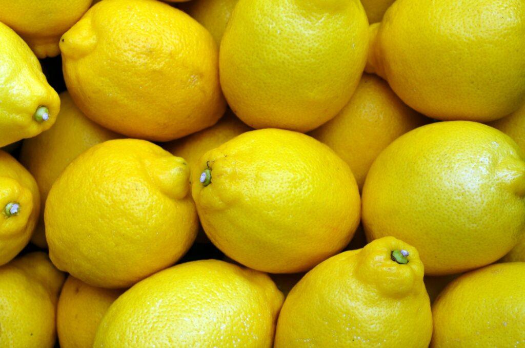 un zumo de limón es uno de los mejores alimentos para curar el resfriado