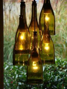 Botellas convertidas en lámparas